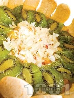 Торта шарлота с бишкоти, сирене маскарпоне, ванилов крем, киви, праскови и бадеми за десерт (с желатин) - снимка на рецептата